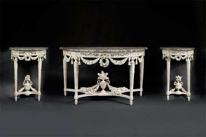 trois consoles en bois sculpté, ajouré et laqué blanc d'époque Louis XVI