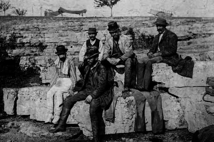 Les explorateurs à la sortie du puits de Padirac © de Rupin