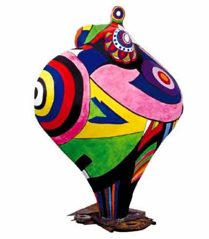 Gwendolyn, 1966–90  Polyester peint sur armature métallique  252 x 200 x 125 cm  Édition 2 sur 3  Sprengel Museum, Hanovre, donation de l'artiste, 2000 © 2014, Niki Charitable Art Foundation, VEGAP, Bilbao