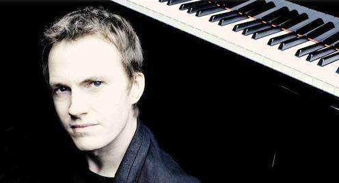 Aix-en-Arts et Andréa Ferréol invitent le pianiste Alexandre Tharaud le vendredi 19 juin à Château La Coste, Puy Sainte Réparade