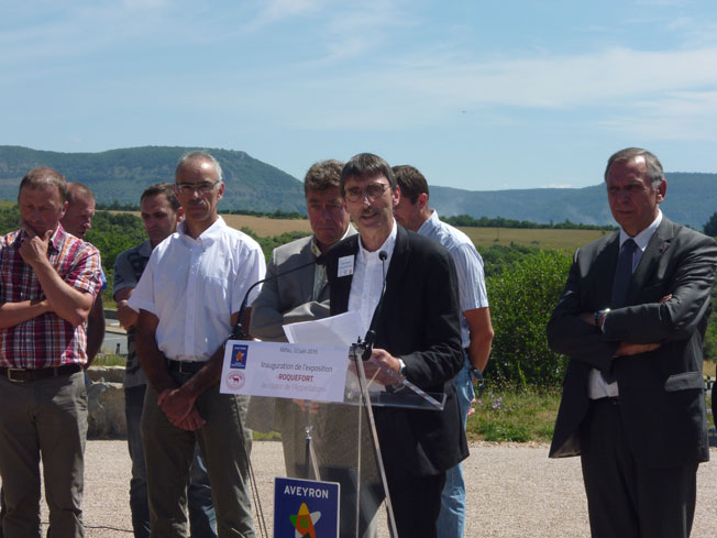 Robert Glandières, vice-président de la Confédération Générale de Roquefort, et Jean-Claude Luche, sénateur de l'Aveyron, au cours de l'inauguration  © dr