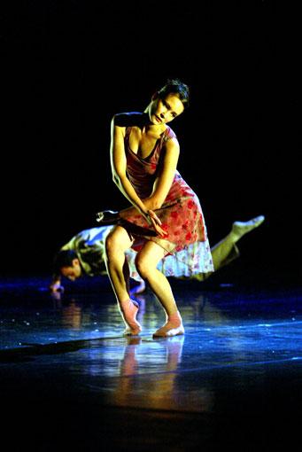 20e Festival de Marseille à La Criée. Trois pièces : Cult, Fragments, Disappearing Act par Hofesh Shechter Company, les 25 et 26 juin 2015