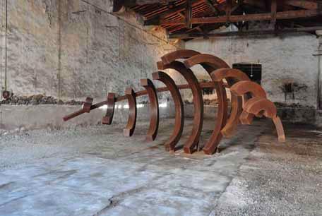 Mehdi Melhaoui, Vague S11, acier, 7x3x3 m, 2013, prêt de la ville de Marseillan © Mehdi Melhaoui