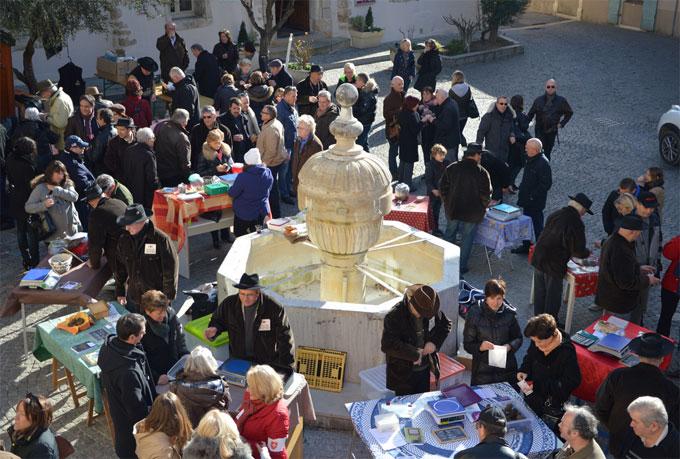 Ouverture du Marché aux truffes du 13 décembre 2015 à la mi-mars 2016 à Saint-Paul-Trois-Châteaux, Drôme