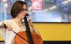 La Caisse d'Epargne réaffirme son soutien à l'association Talents et Violoncelles en remettant un violoncelle d'exception à Jeanne Burdin, jeune virtuose