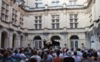 Concert dans la belle cour du château de Suze-la-Rousse © DR