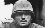 Don McCullin, 1968 – Hué,  Vietnam - Soldat américain commotionné attendant son transport à l'arrière . Collection Gary Knight
