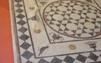 Saint Paul Trois châteaux. Arts : La mosaïque dans le jardin